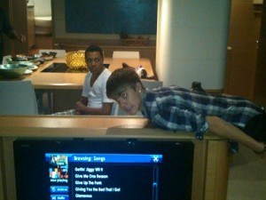 justin bieber plank 300x300 Celebrity Planking Pics: Justin Bieber, Chris Brown, Katy Perry and More!