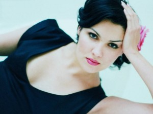 "AnnaNetrebko 300x300 Bravo! Anna Netrebko Opens the Met to Praises for ""Anna Bolena"" Opera"